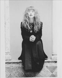 Ascolta la canzone Loreena Mckennitt The Mummers' Dance (Single Remix) online dalla collezione Musica per lo yoga gratuitamente.
